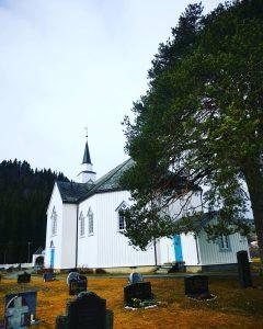 Moe kirke april 2021 sett fra kikregården foto kr