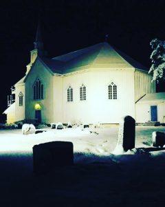 Moe kirke kveldsbilde foto kirken.no