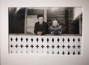 Kåre og mor på skitur til Lisbetsætra vinteren 1942